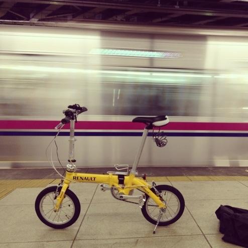ホームと自転車